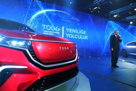 Първата турска е-кола се нареди до батковците