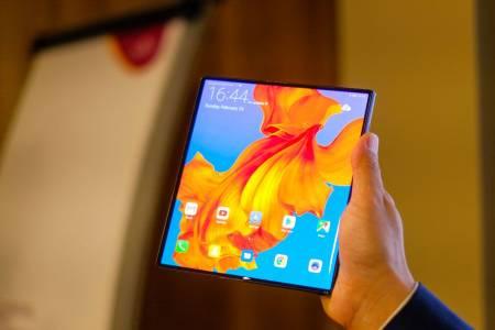 Huawei Mate X продава по 100 000 бройки на месец