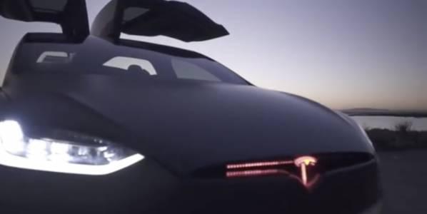 Колите на Tesla скоро ще започнат да говорят