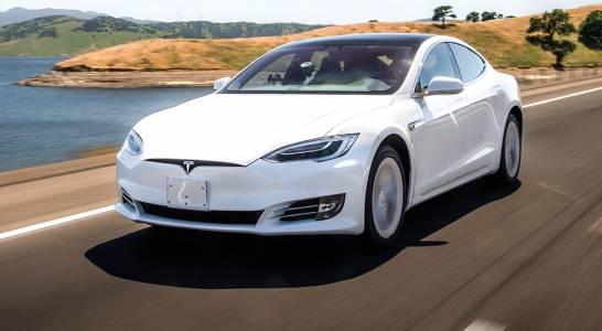 Коли на Tesla ускоряват сами, властите ще ги гледат под лупа
