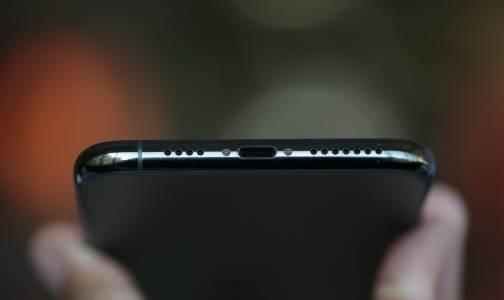 Apple: Универсалният заряден порт е скъп и непрактичен