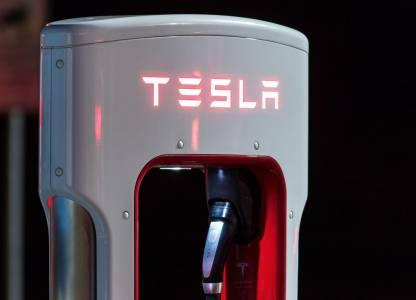 Първата зарядна станция на Tesla в България е на финалната права