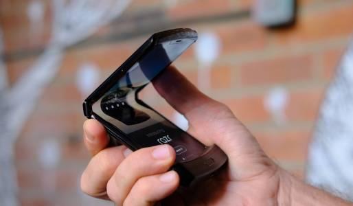 Вижте колко дълго издържа гъвкавият Motorola Razr в тест за здравина (ВИДЕО)