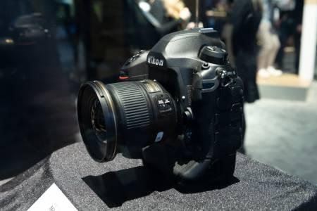 Nikon D6 pro ще зарадва фотографите през април