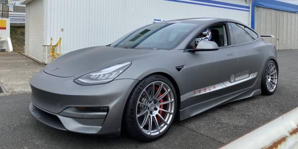 Тунингована Tesla Model 3 срещу McLaren F1! (ВИДЕО)