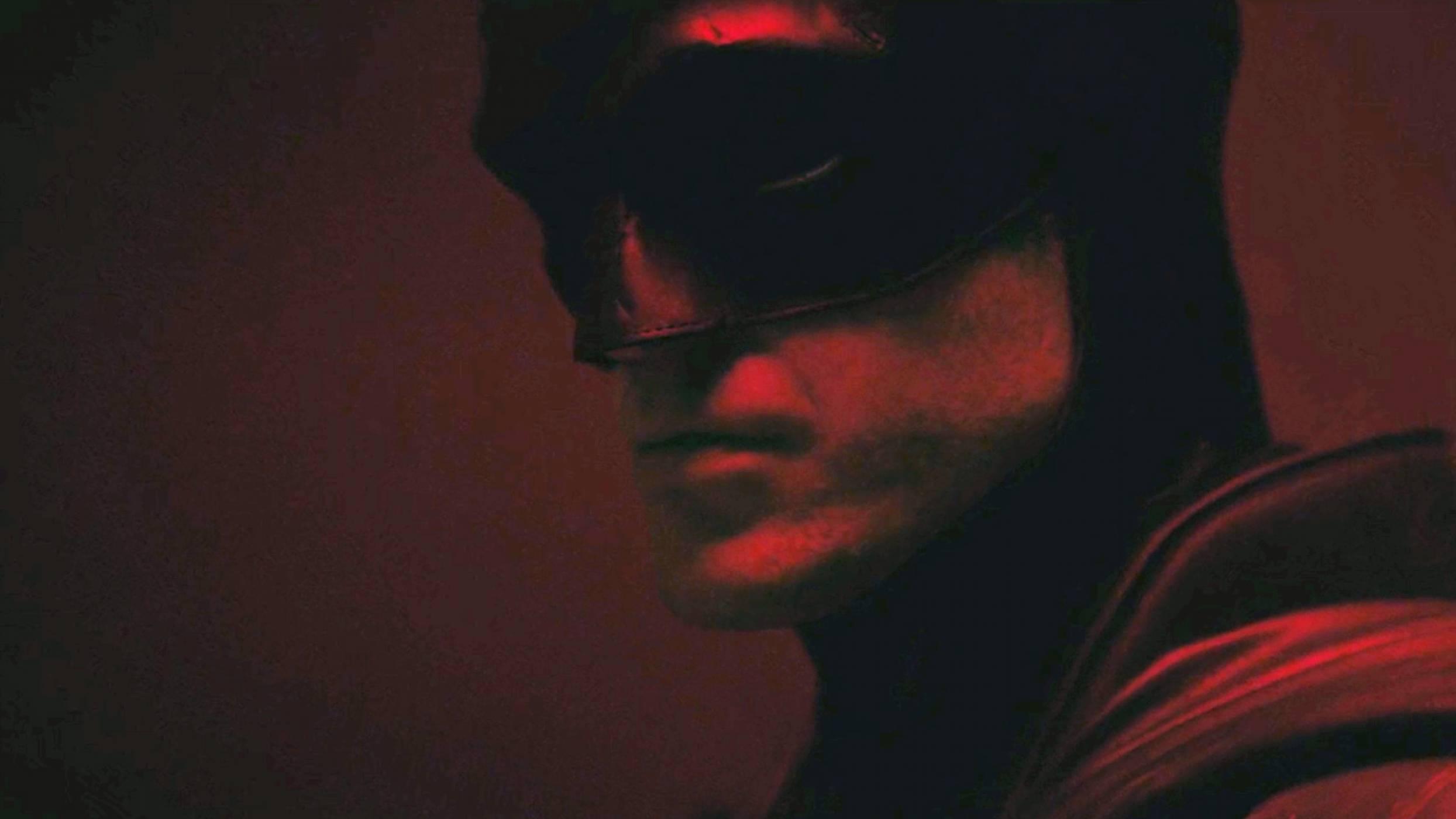 Батман на Робърт Патинсън определено изглежда жестоко! (ВИДЕО)