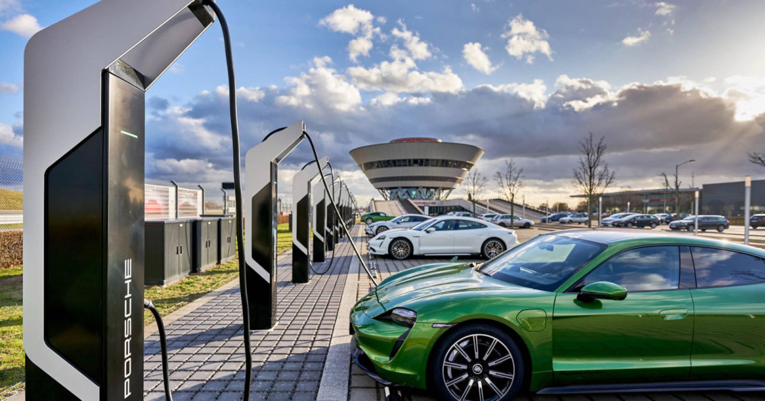 Porsche отваря най-мощния парк за електрозареждане в Европа!
