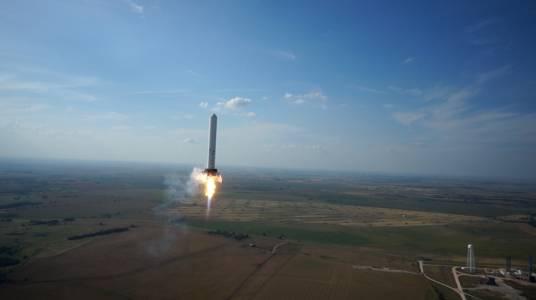 Самоделна ракета отне живота на защитник на Плоската земя