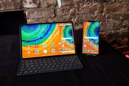Huawei показа първия таблет с безжично зареждане и нов мощен лаптоп