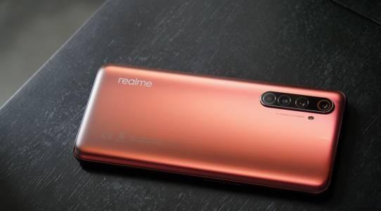 Realme X50 Pro е евтин 5G флагман със супербързо зареждане. Впечатлени сме!
