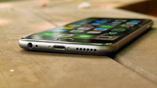 Apple ще плати половин милиард заради забавените стари модели iPhone