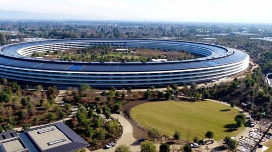 Apple дарява милиони маски на Европа за борба с вируса