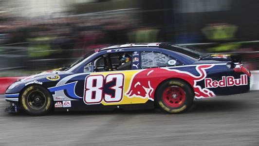 Виртуална NASCAR надпревара стана най-гледаното е-спорт събитие (ВИДЕО)