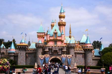 За трети път в историята: парковете на Disney затварят врати