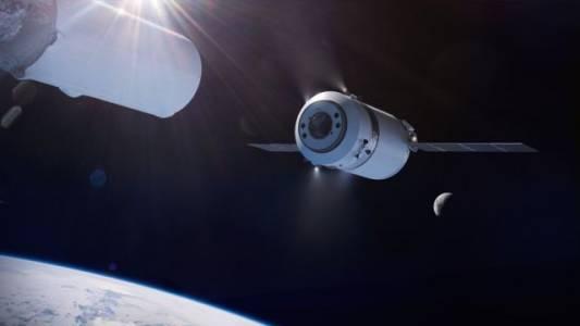 SpaceX си осигури поне два полета до Луната