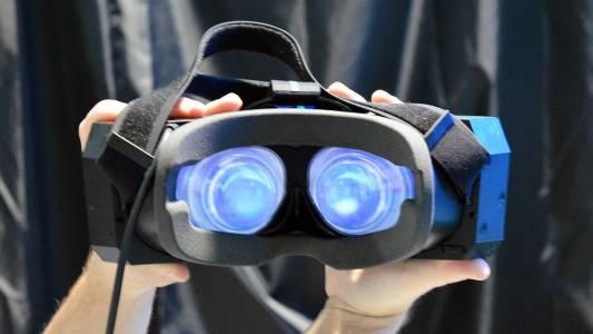 Един милион Steam геймъри ходят с VR шлемове на главите