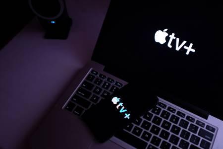 Apple TV+ направи временно безплатни някои от продукциите си