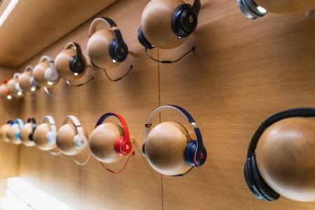 Apple работи по слушалки със сменяеми компоненти