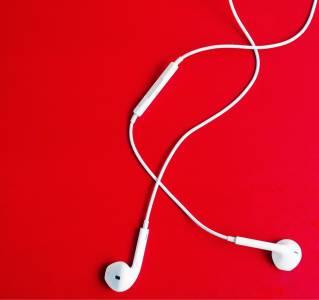 Без слушалки в комлекта на iPhone 12?