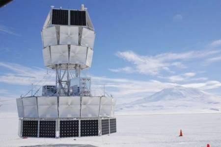 Учени от NASA откриха доказателства за паралелна вселена, където времето върви назад