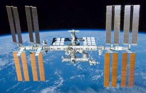 Русия ще прави нова космическа станция, защото животът на сегашната изтича