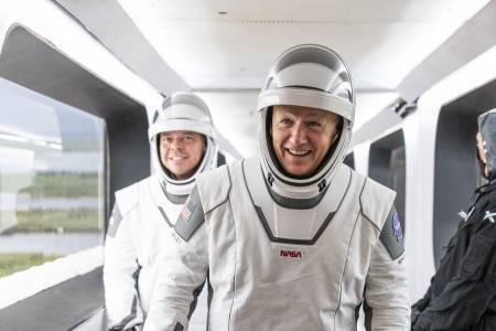 Астронавтите на NASA запазват оптимизъм въпреки отложения полет