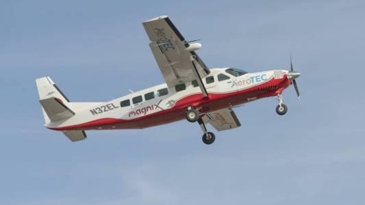 Най-големият е-самолет в света с успешен първи полет