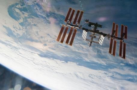 Virgin Galactic ще организира орбиталните полети за учени и богаташи