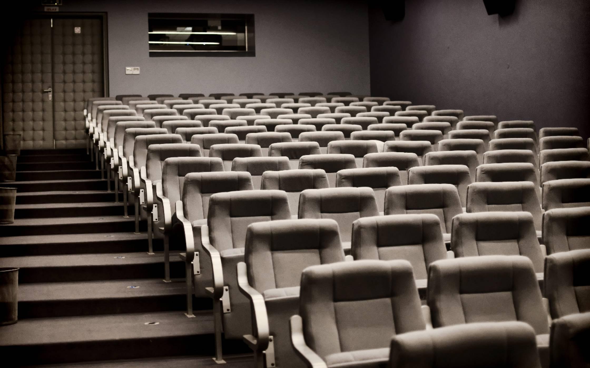 Кинохитът Tenet на Кристофър Нолан отложен заради новия скок на заразата в САЩ