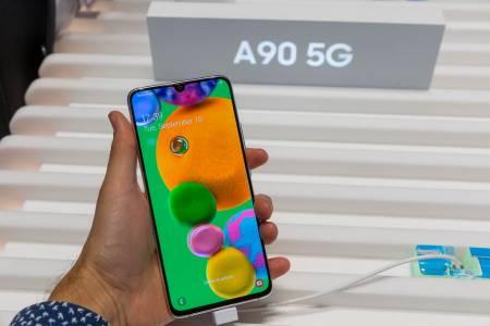 Samsung прави 5G смартфон за всеки джоб