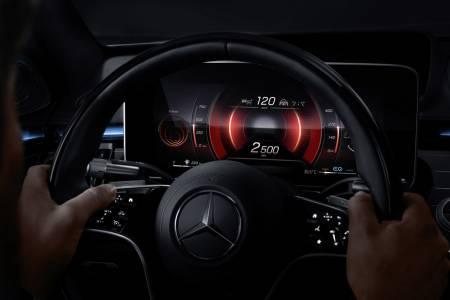 Новото тъчскрийн табло на Mercedes елиминира 27 физически бутона (СНИМКИ)