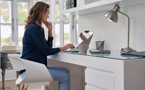 Стилен и удобен домашен офис: страхотни уеб камера, мишка и слушалки от Logitech