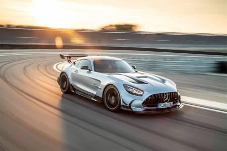 Mercedes AMG GT Black Series предлага невиждана V8 мощ (ВИДЕО)