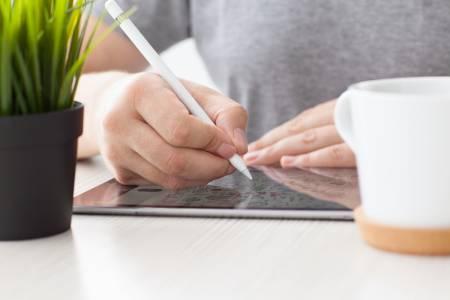 Новият Apple Pencil ще отгатва реалните цветове около нас