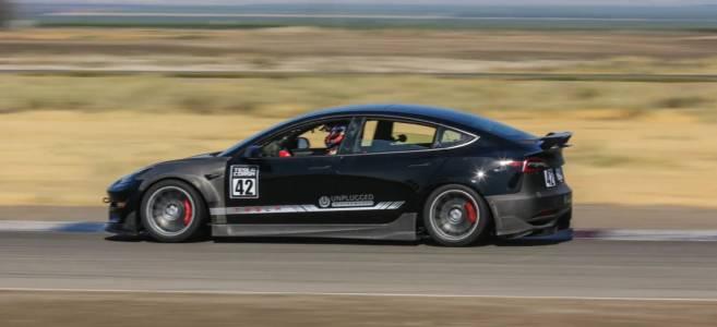 Тунингована Tesla Model 3 поставя рекорд след рекорд (ВИДЕО)