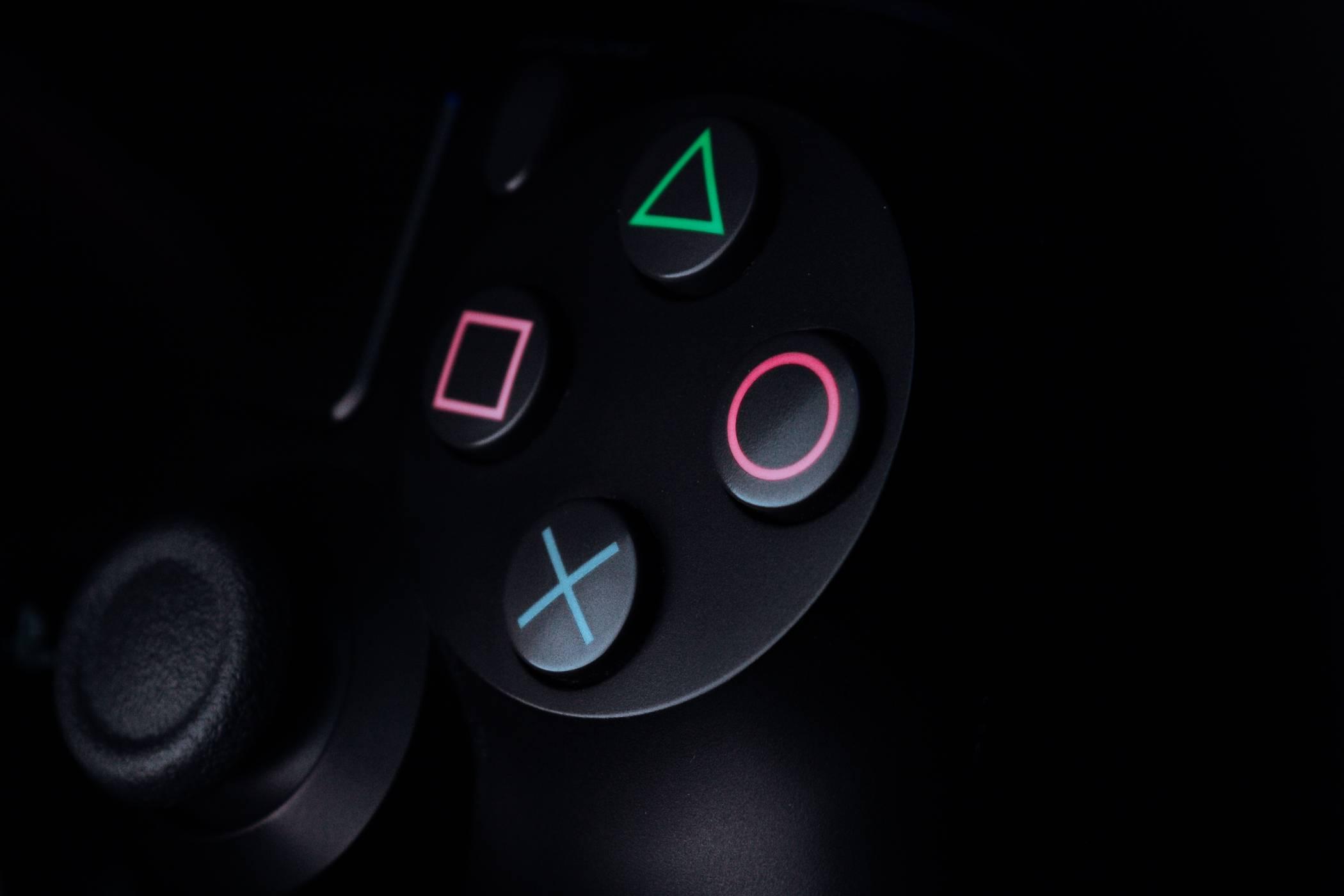 Sony разкри, че игри за PS5 няма да могат да се играят с PS4 контролер