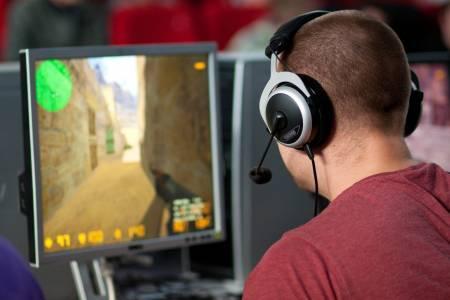 Може да играете Counter-Strike 1.6 в браузъра си напълно безплатно