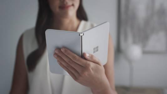 Surface Duo: Първият Android телефон с два екрана на Microsoft идва на 10 септември (ВИДЕО)