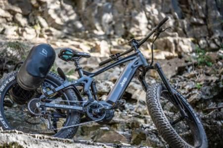 Този чудовищен офроуд байк на Jeep ще покори баирите от септември (ВИДЕО)