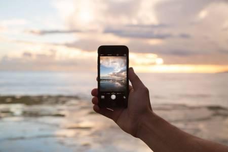COVID-19 срина глобалните смартфон продажби