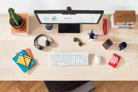 Домашен уют с безшумните мишка и клавиатура на Logitech