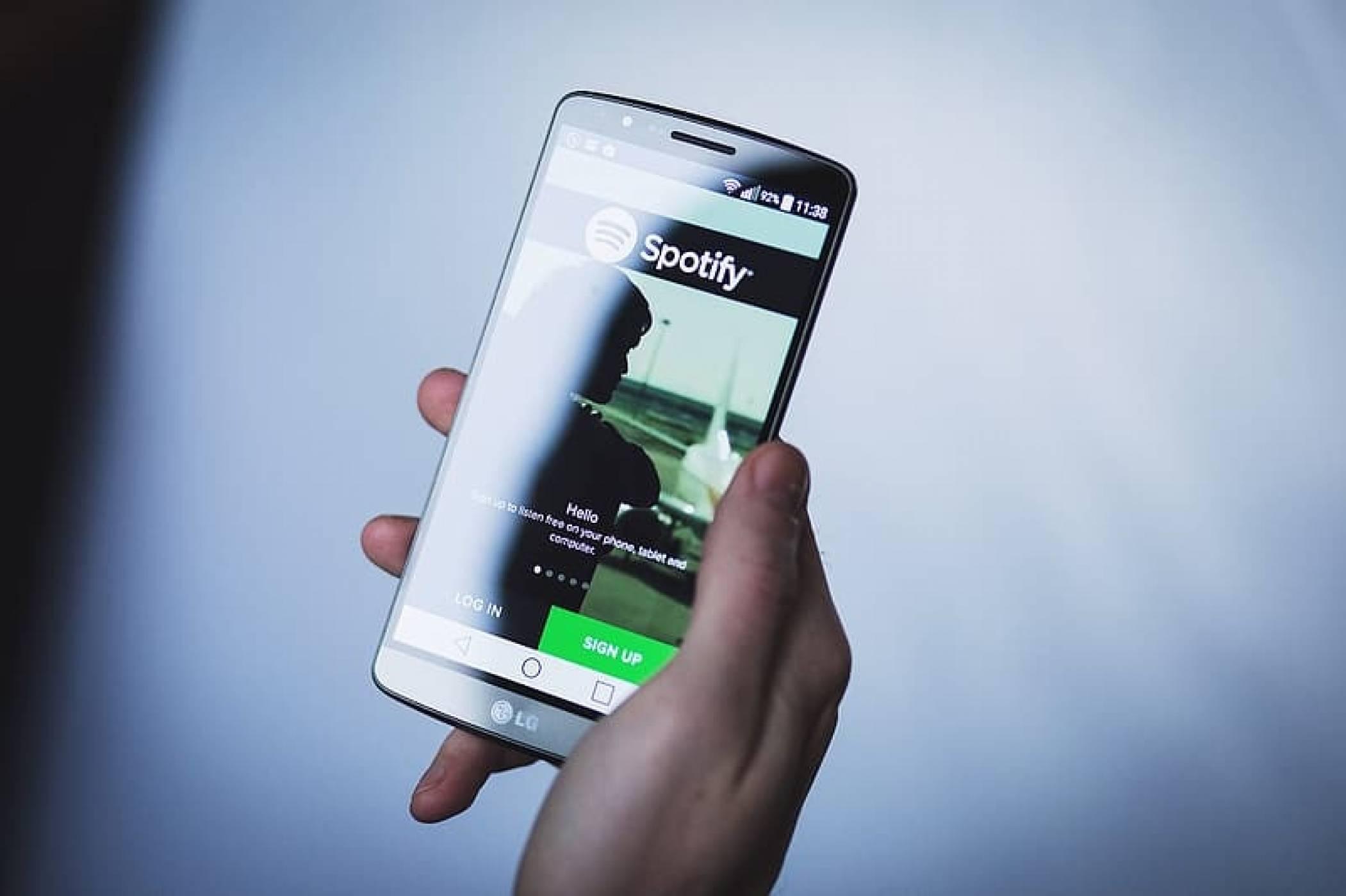 По-малко от час трябваше на Spotify, за да изригне срещу Apple One