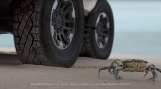 Завръщането на една легенда: Hummer стъпва отново на пазара с рачешка походка (ВИДЕО)