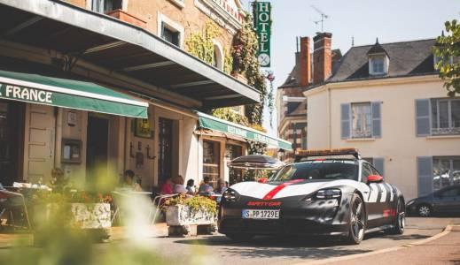Porsche представи своята кола за сигурност за Льо Ман 2020, базирана на Taycan (СНИМКИ)