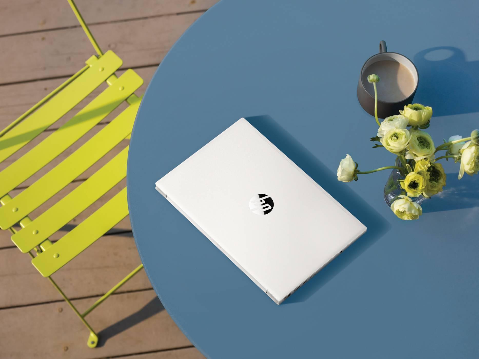 Новите лаптопи на HP са създадени от рециклирана пластмаса, предназначена за изхвърляне в океана