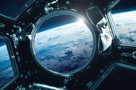 Estee Lauder излита в Космоса