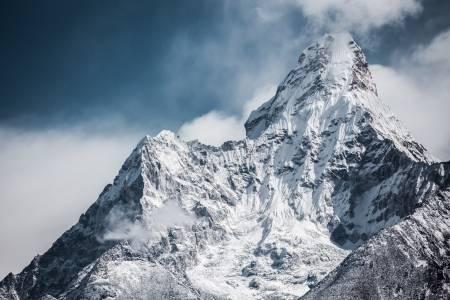 Изкачването на връх Еверест вече не изглежда толкова невъзможна мисия