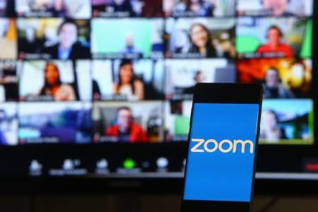 Шефовете на Zoom спечелиха над половин милиард долара от продажба на акции