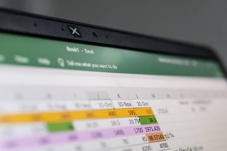 Грешка в Excel вероятно е причината за рязкото покачване на броя диагностицирани с COVID-19 във Великобритания