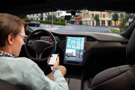 Когато ъпгрейднеш своята Tesla... със задните си части
